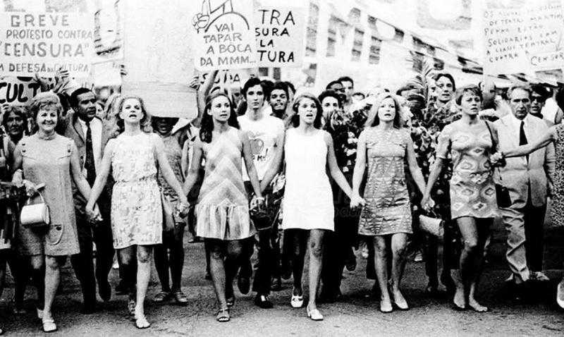 La mujer nace libre y permanece igual al hombre en derechos